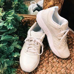Brooks full leather chunky white DYAD walking shoe
